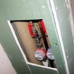 Как спрятать трубы отопления: разбор 3-х наиболее популярных способов