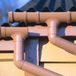 Как самостоятельно собрать водосток из канализационных труб: дешево и эффективно
