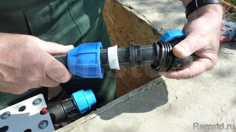 Как соединять пластиковые водопроводные трубы своими руками