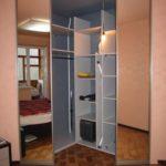 Как можно оградить гардеробную комнату в доме?