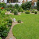 Садовые фантазии на дачной лужайке