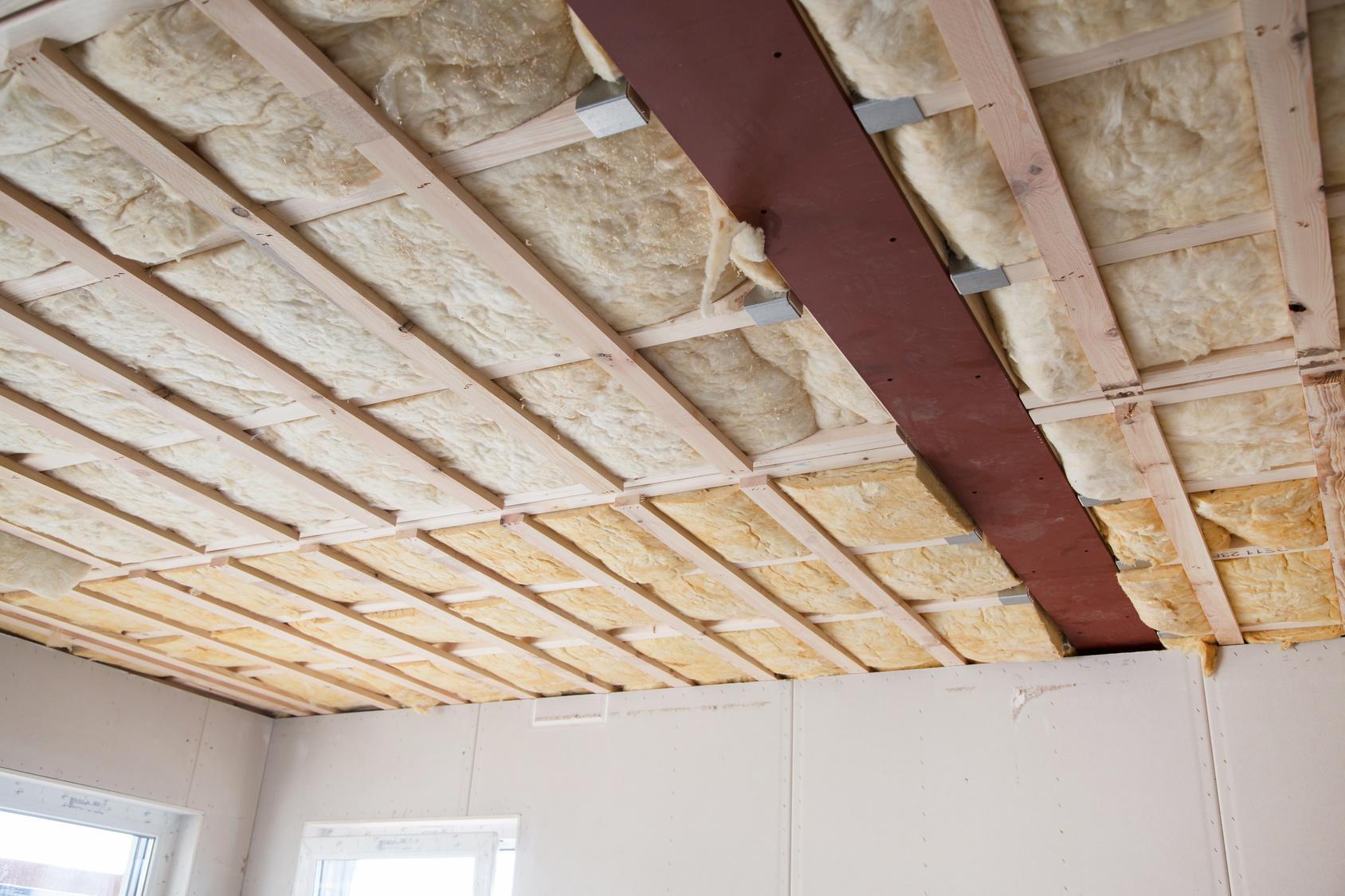 Как правильно утеплить потолок в частном деревянном доме